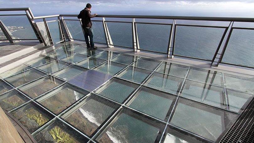 Tourists terror as 3 500ft high glass walkway shatters in for Window design ground floor