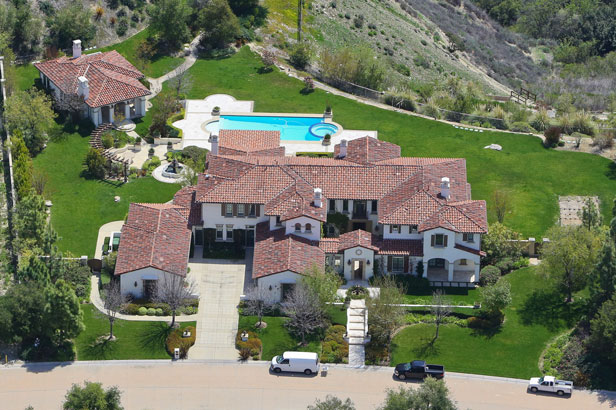 Khloe bought the mansion in Calabasas, California, 2014