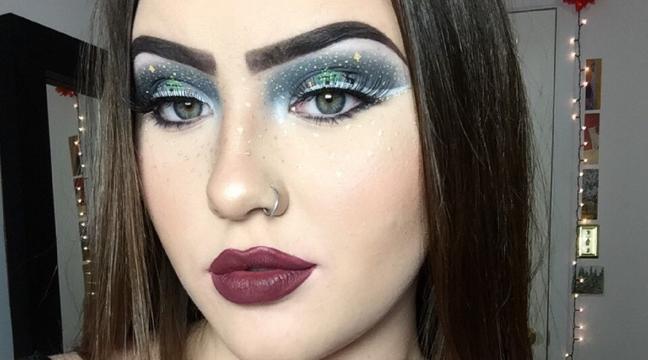 Meet The Teenager Doing The Most Incredible Christmas Makeup Youll - Christmas-makeup