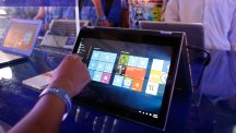 Hand pointing at Windows 10 on a tablet