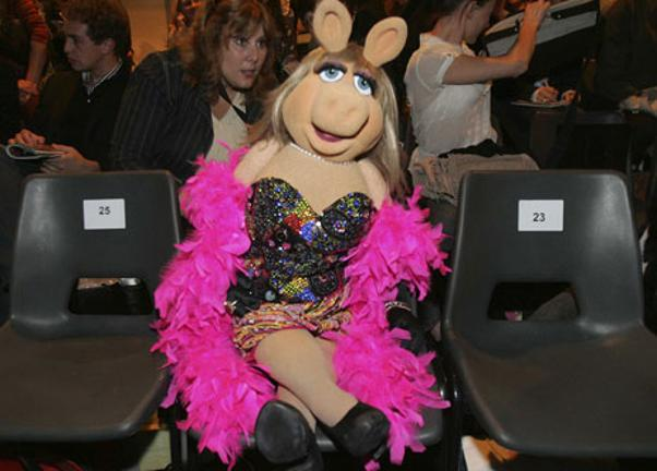 9 style tips we ve learnt from miss piggy bt