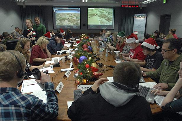 Volunteers track Santa