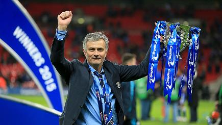 Jose Mourinho lifts the trophy