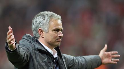 Mourinho: Why I tapped badge after Chelsea win