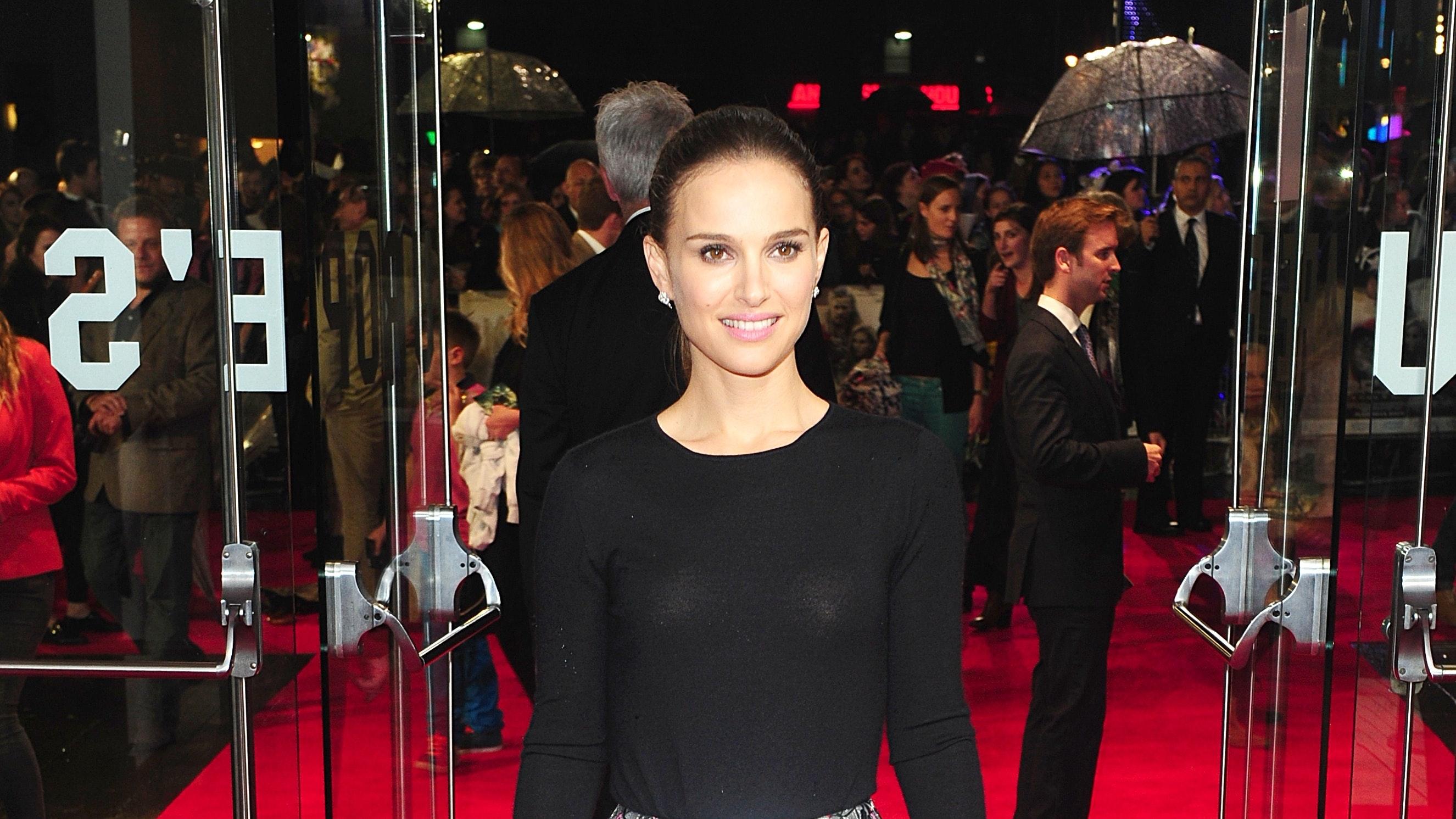 Natalie Portman denies dating Moby, calls him 'creepy'