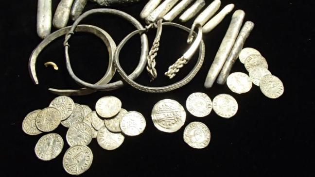 Metalldetektor Schatzfund aus 870 Wikinger Ära mit über 150 Münzen nuggets24de gratuliert herzlichst