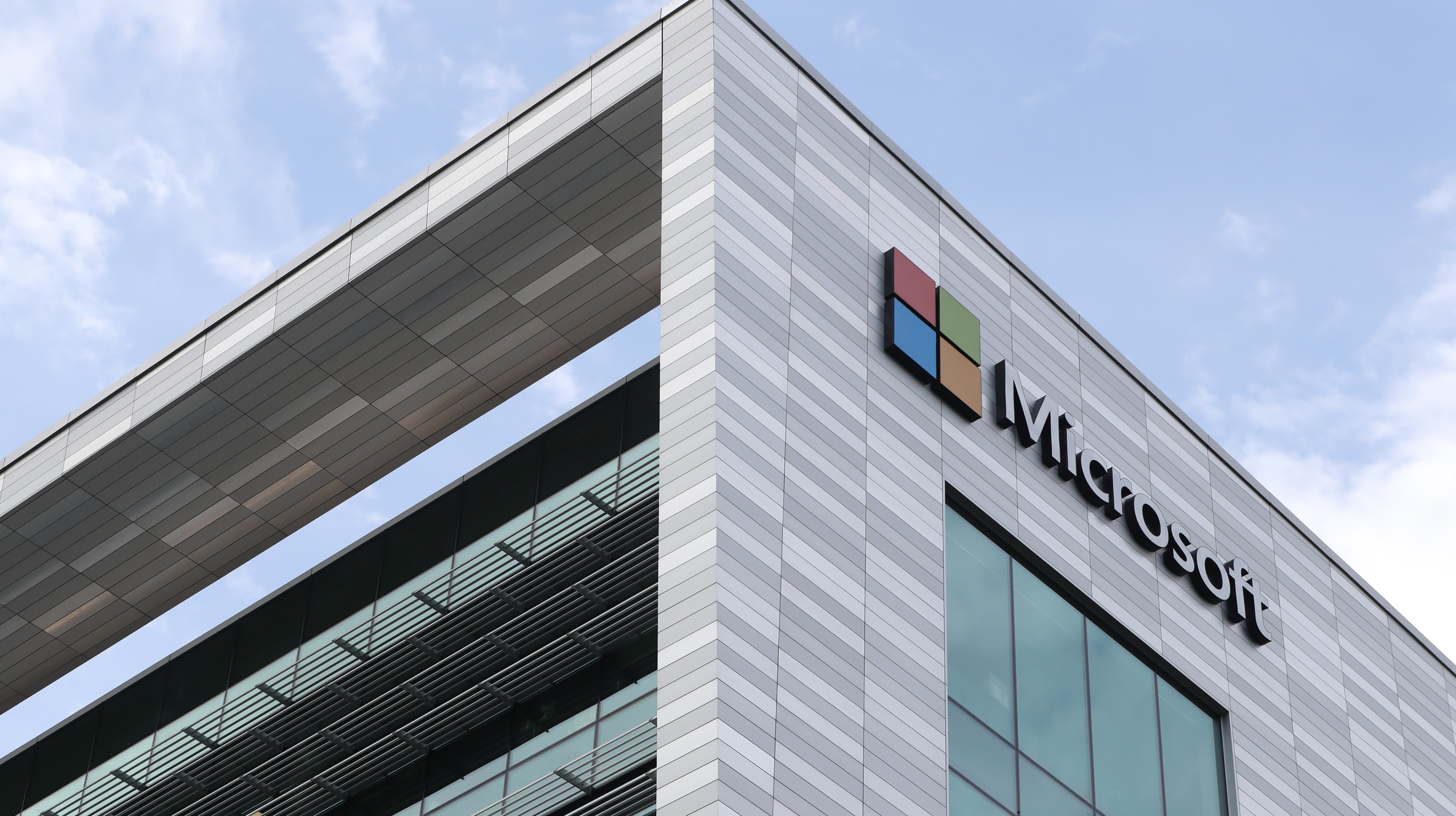 Microsoft plunges self-sufficient data center into sea off Scotland