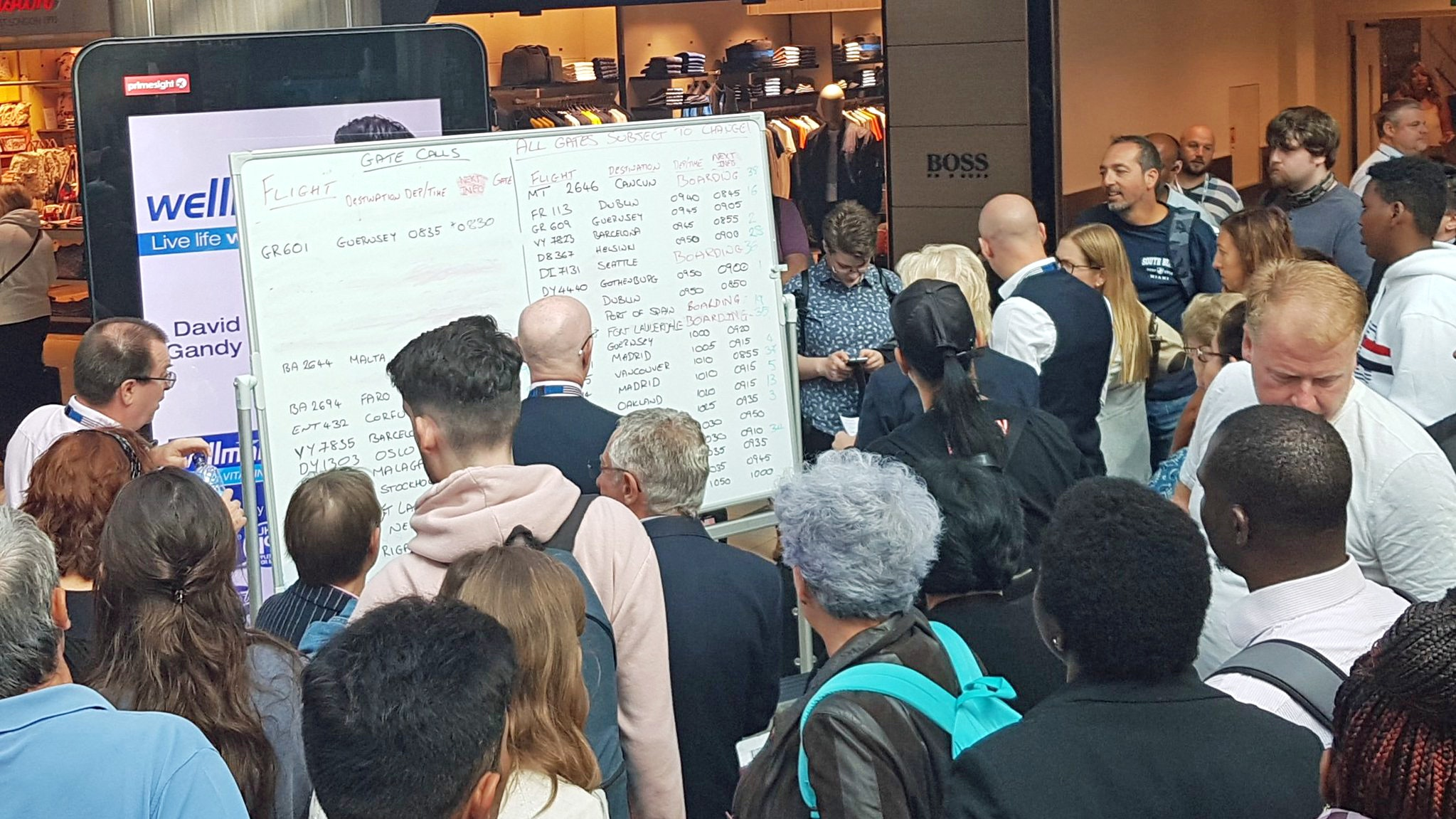 Gatwick resorts to whiteboards for flight information after IT crash