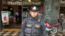 Peruvian police officer Juan Manuel Iman Zena, who saved a dog stuck in the middle of a 5-lane highway. Photo credit: CEN