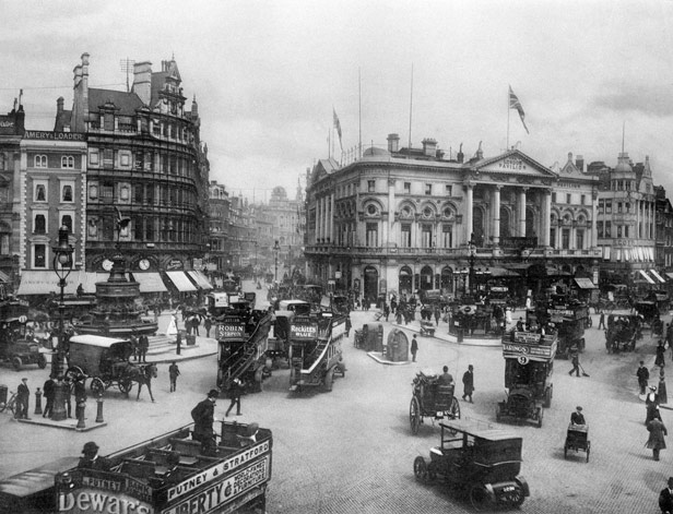 Piccadilly Circus 1919