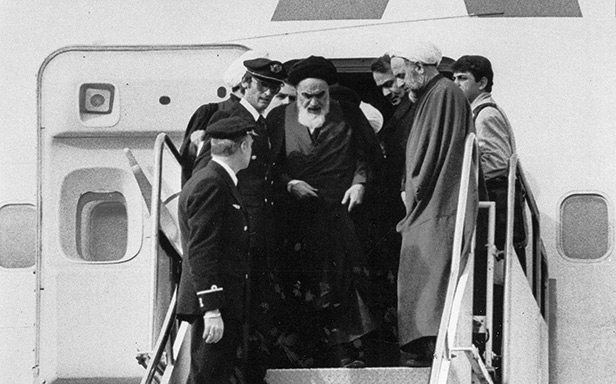 Ayatollah Khomeini stepping out from plane