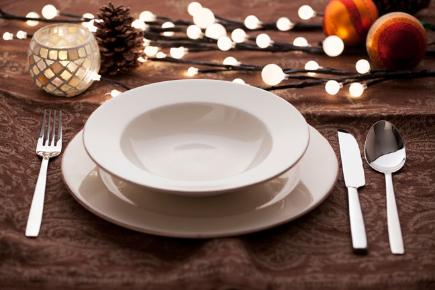 Portuguese Christmas tradition of empty place setting