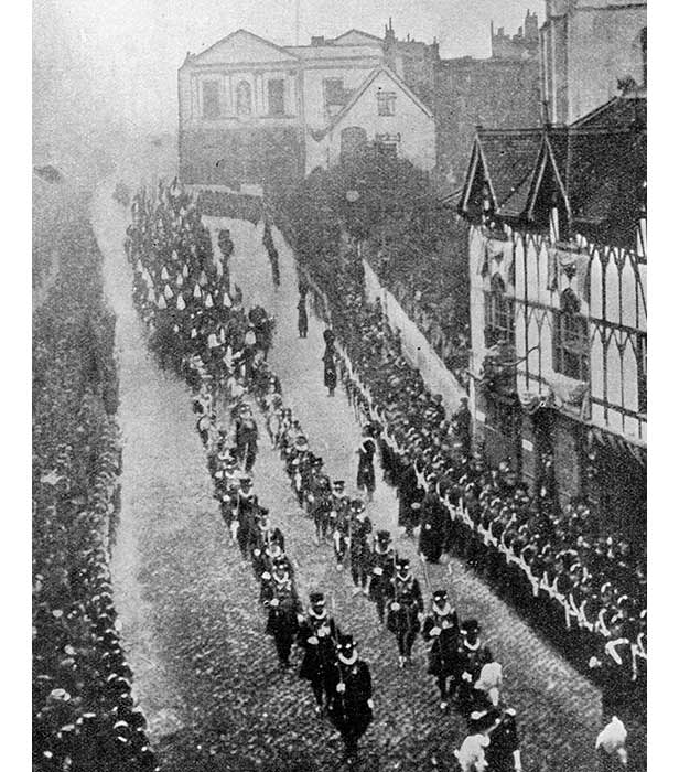 Queen Victoria's funeral cortage passes through Windsor