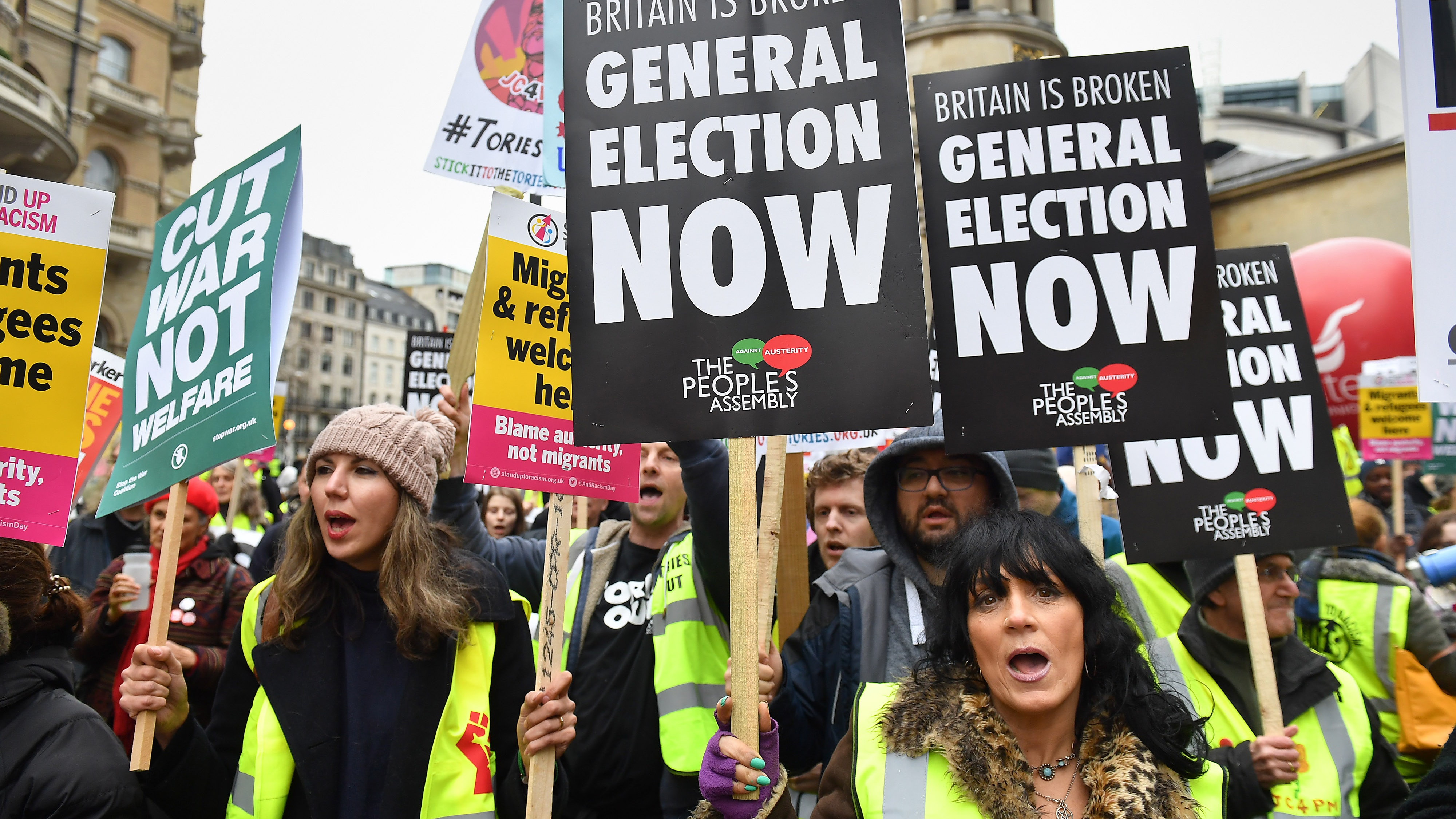 Hundreds inspired by yellow vest movement rally in London