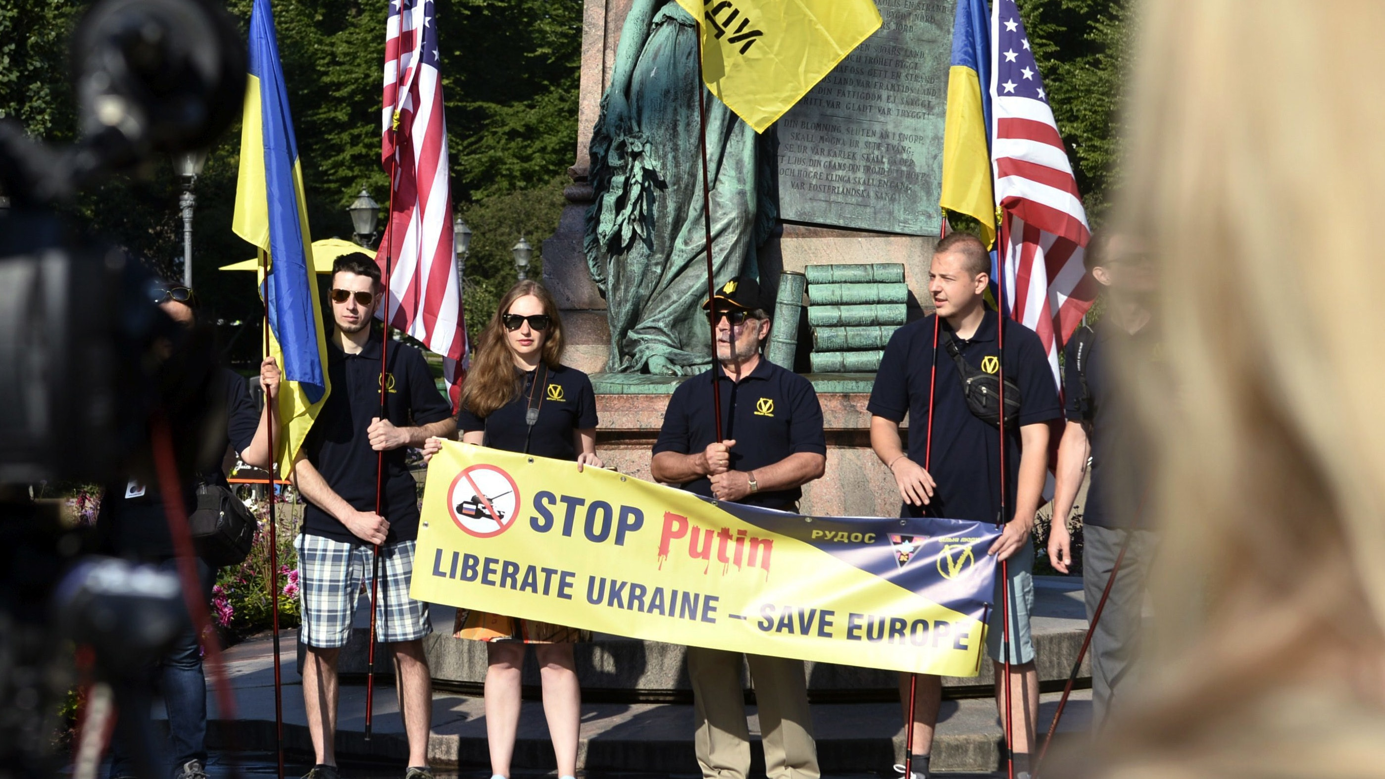 Protesters in Helsinki for US and Russian leaders' crunch ...
