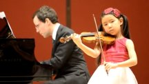 Queen wishes 'good luck' to child violinist