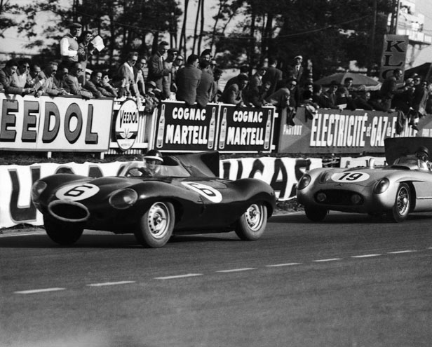 Mike Hawthorn leads Juan Fangio around the Le Mans circuit in 1955.