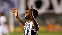 Robinho scores with delicious chip