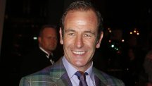 Robson Green says stars who avoid paying taxes should feel ashamed