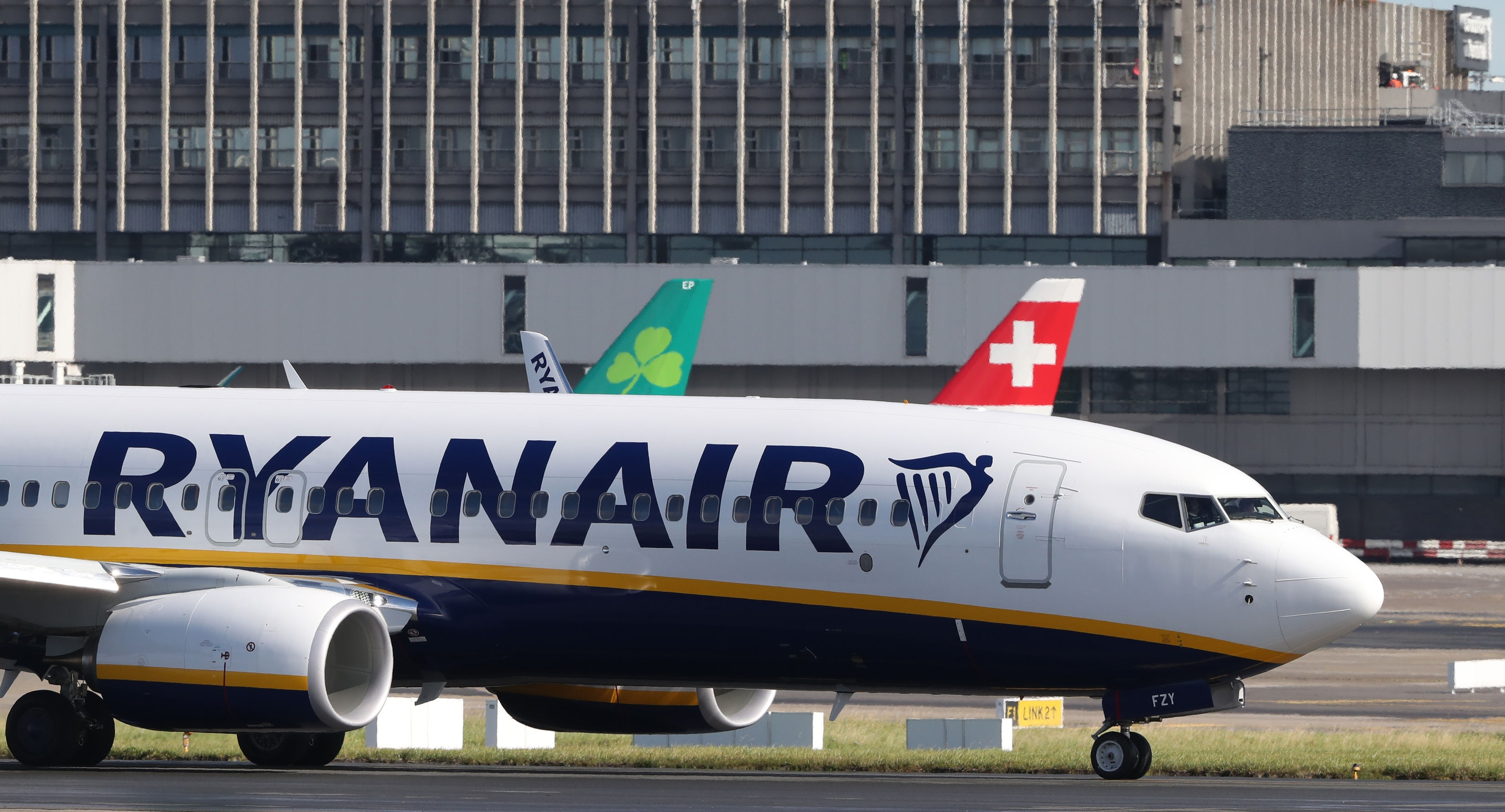 Ryanair Boss Threatens to Ground Planes in Brexit Stunt
