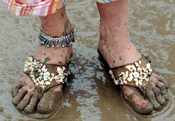 Sandals prove a poor fashion choice at the muddy Glastonbury Festival 2004