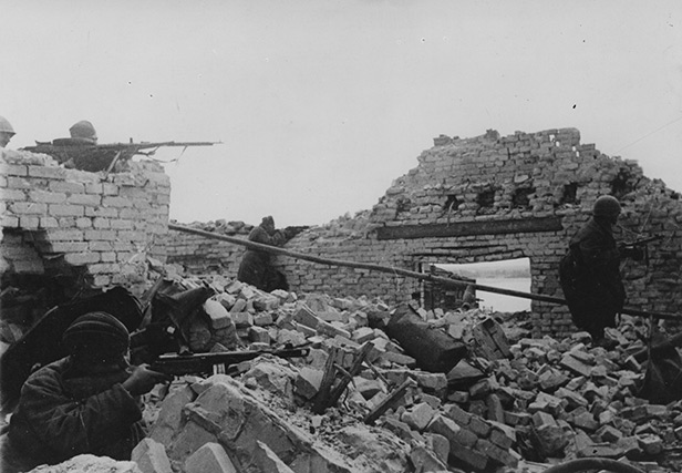 Soviet soldiers fight in the streets during the battle of Stalingrad