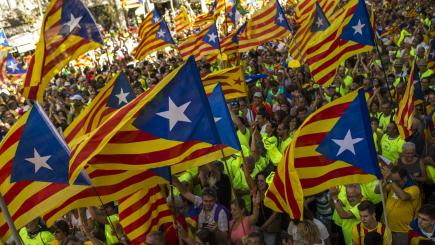 Spain orders Catalonia's police to arrest mayors assisting independence poll