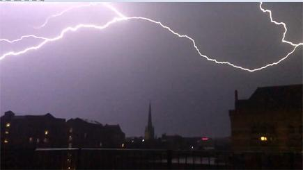 Spectacular thunderstorm captured on camera