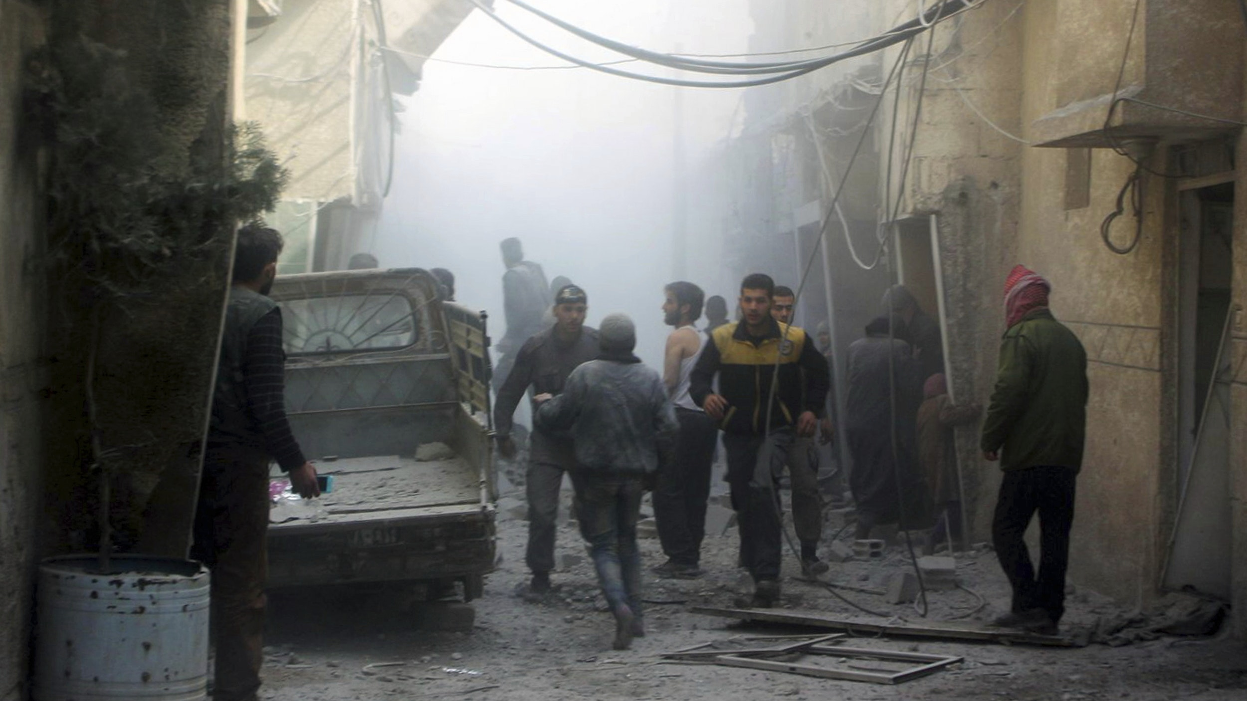 Syrian airstrikes pound Ghouta despite United Nations ceasefire resolution
