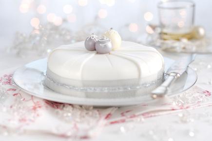 Christmas Cake Decorations Tesco : Taste test - Christmas cakes - BT