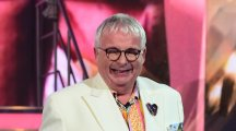 The first Celebrity Big Brother contestant has entered the house ... and it's Christopher Biggins!