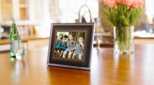 Aura: Intelligent picture frame can pick out your best photos for ...