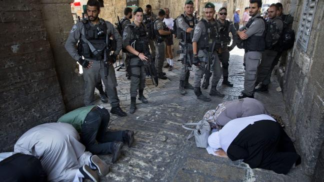 thousands join muslim prayer protests over jerusalem shrine bt