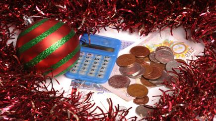 Tips and tricks to help you save money at Christmas