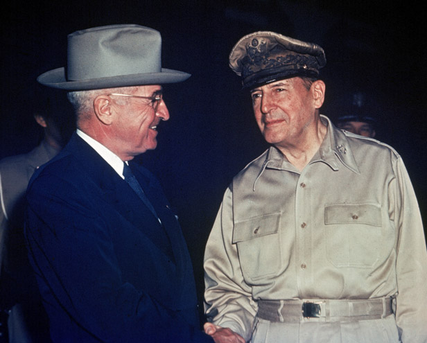 US President Harry Truman meets General Douglas MacArthur in October 1950.