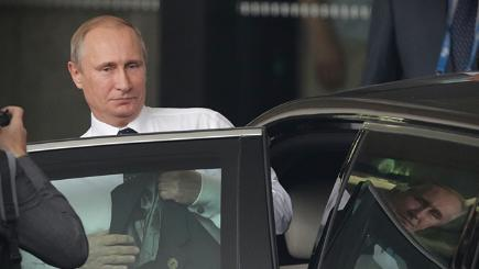 Vladimir Putin leaves the G20 summit