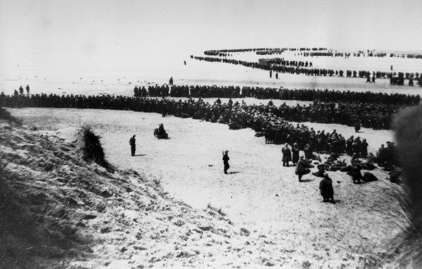 Allied troops wait on the beach of Dunkirk for the rescue ships to take them to England, on June 4, 1940.