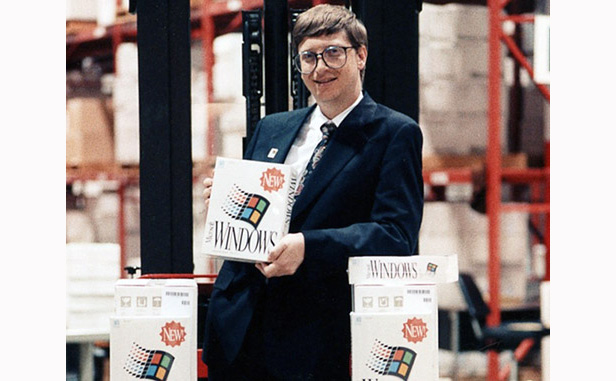 Bill Gates with Windows 3.0 boxes