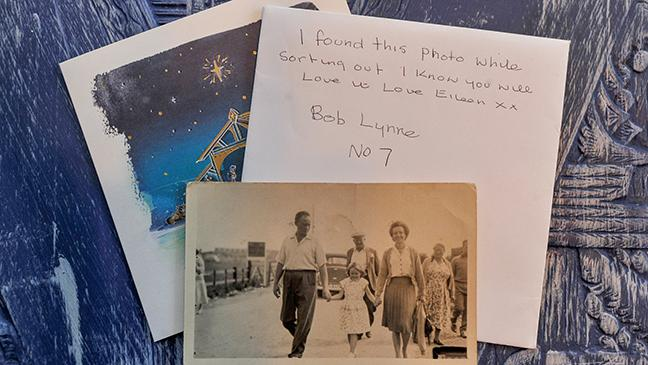 Addressed Christmas Cards.Woman Receives Mystery Christmas Card Addressed To Someone