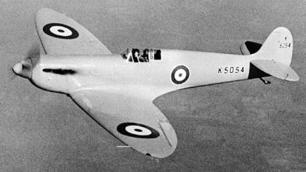 1936: A Spitfire Mk 1 fighter, made by Messers Vickers, on show to the public for the first time over Eastleigh Aerodrome, Southampton
