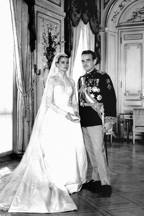 Grace Kelly S Iconic Wedding Dress For Her 1956 To Prince Rainier Iii Of Monaco Was Considered One The Most Extravagant Time