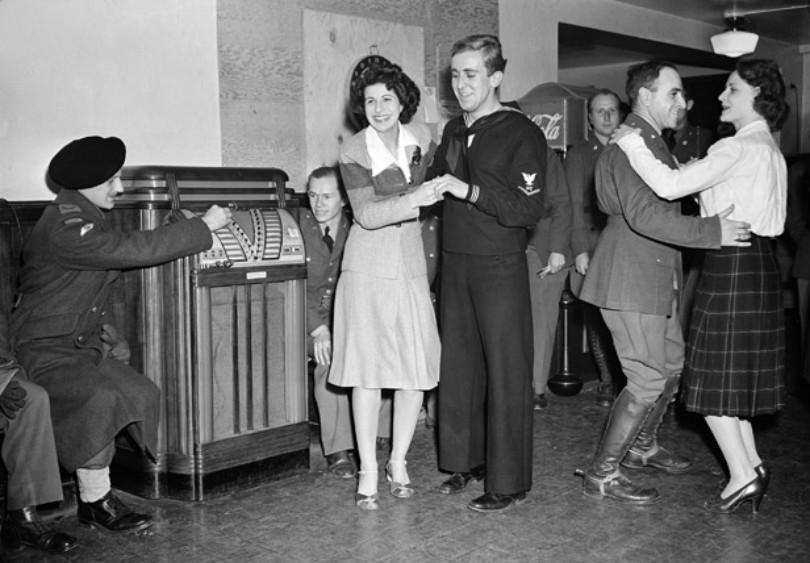 WW2 shot of people dancing by jukebox