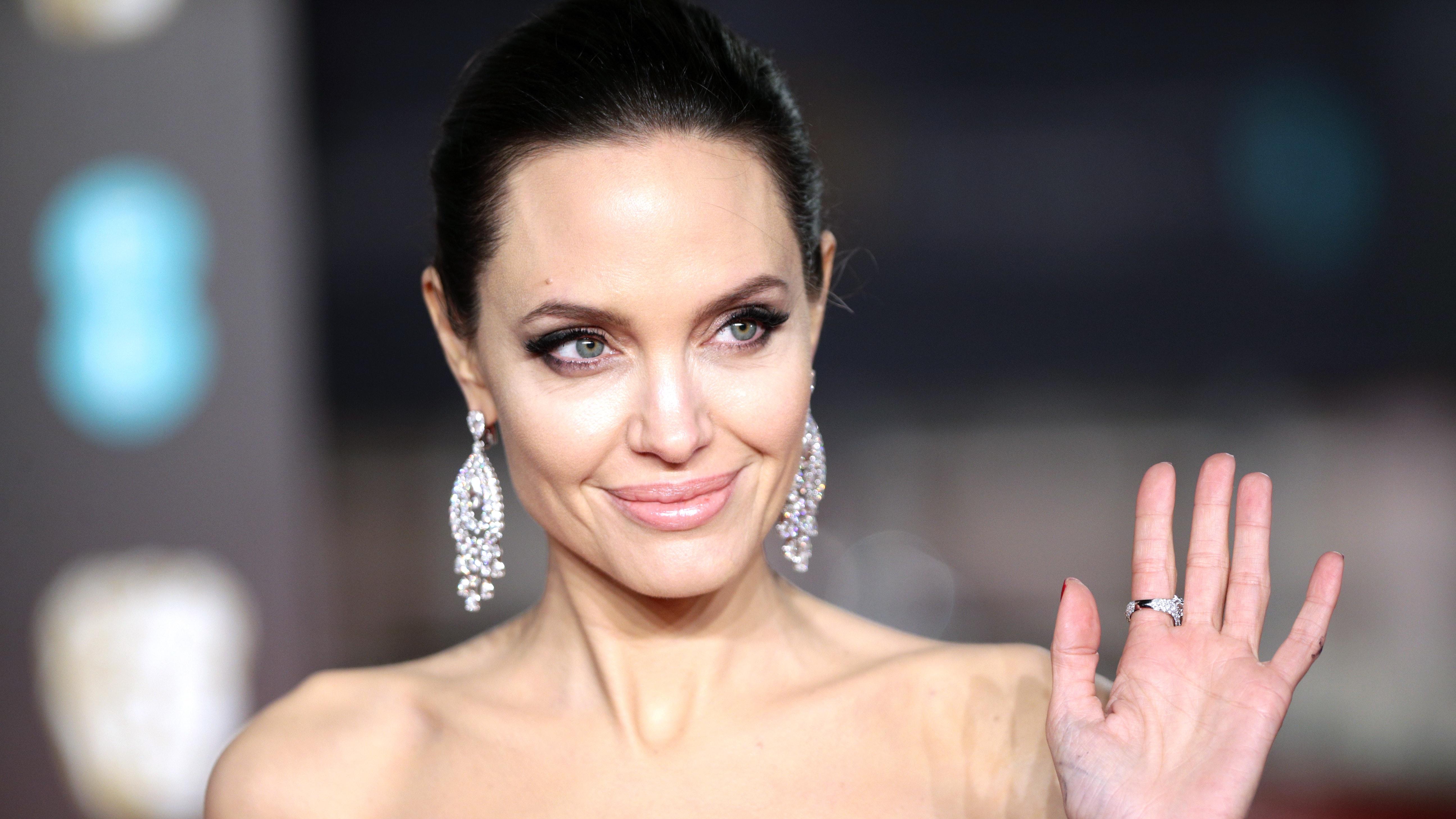 Angelina Jolie Sexy Pics angelina jolie: having a mind on fire is sexy | bt
