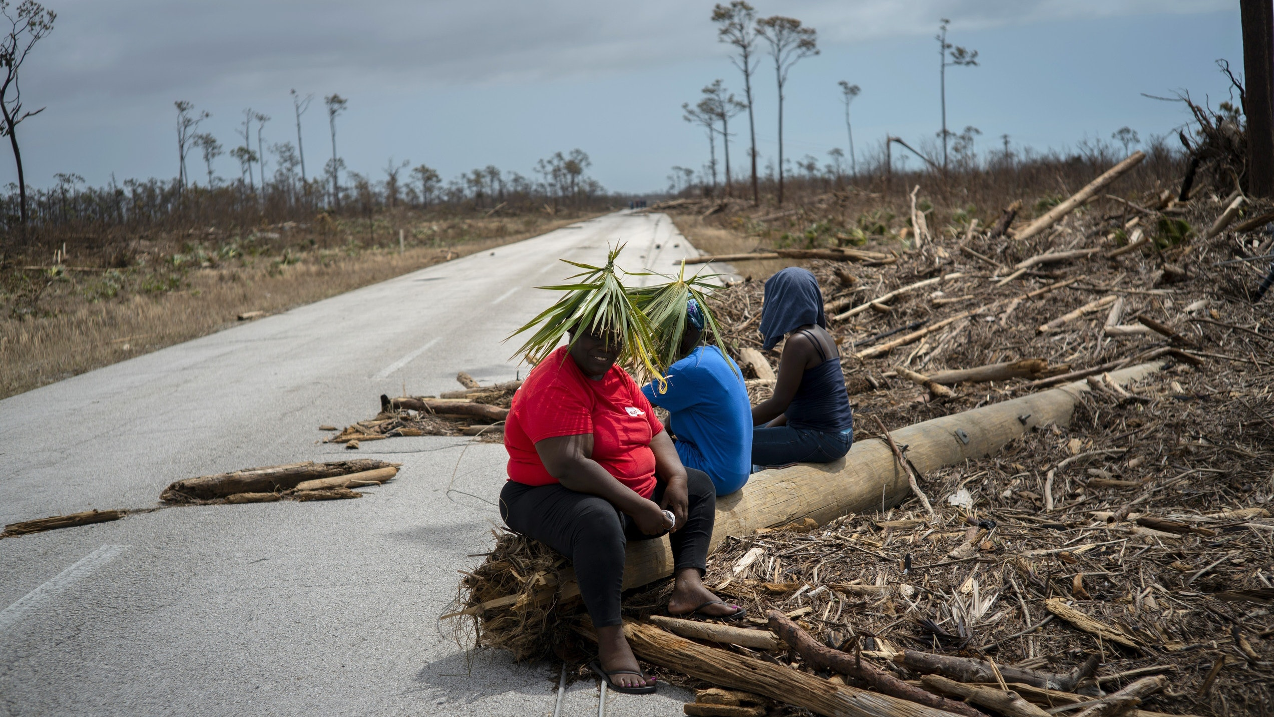 Bahamas hurricane: Hundreds gather at port in bid to escape