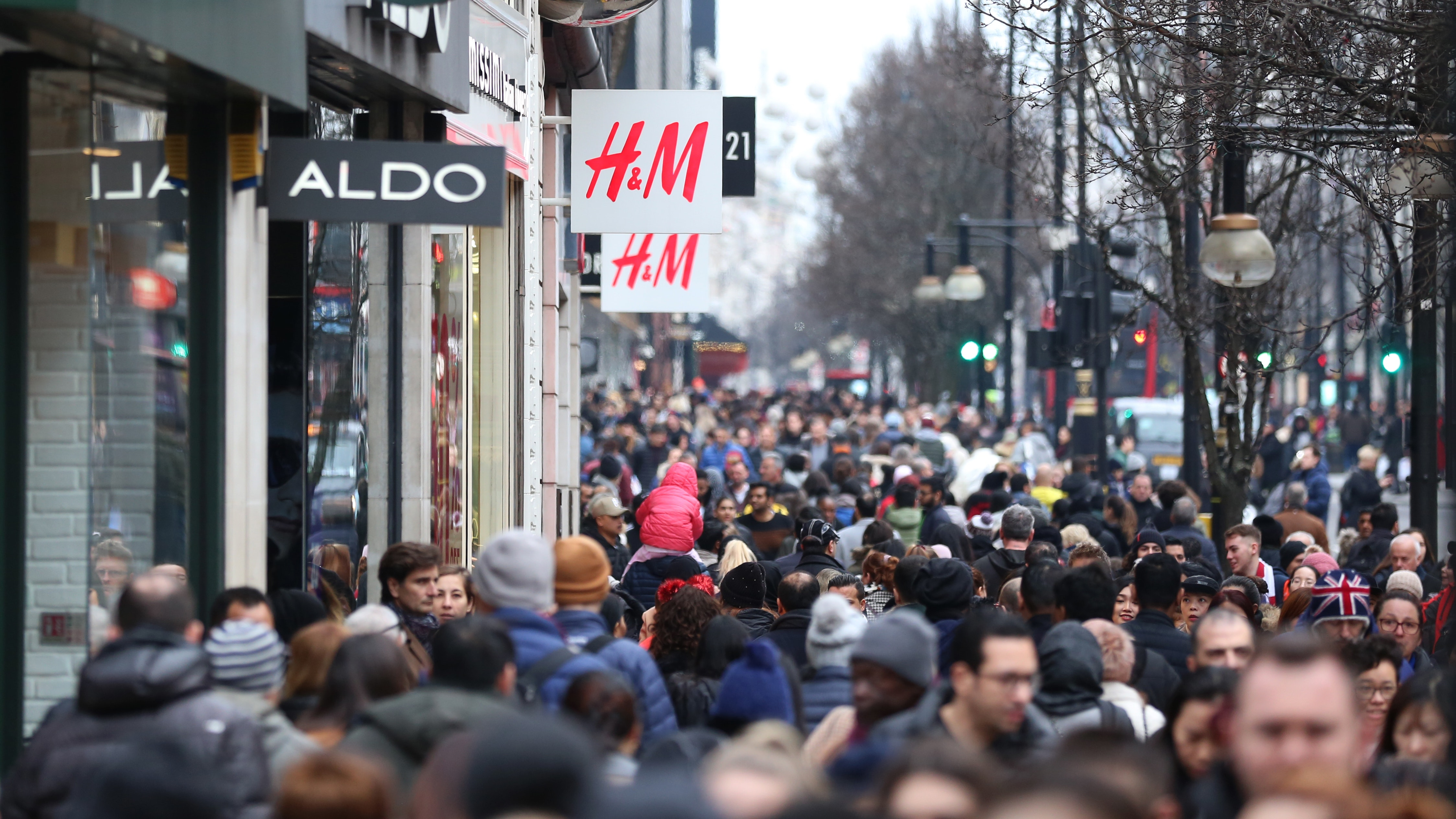 fa9d0f9e18ff Bargain hunters queued before dawn for the Boxing Day sales but the number  of in-store shoppers fell across the UK for the third year in a row.