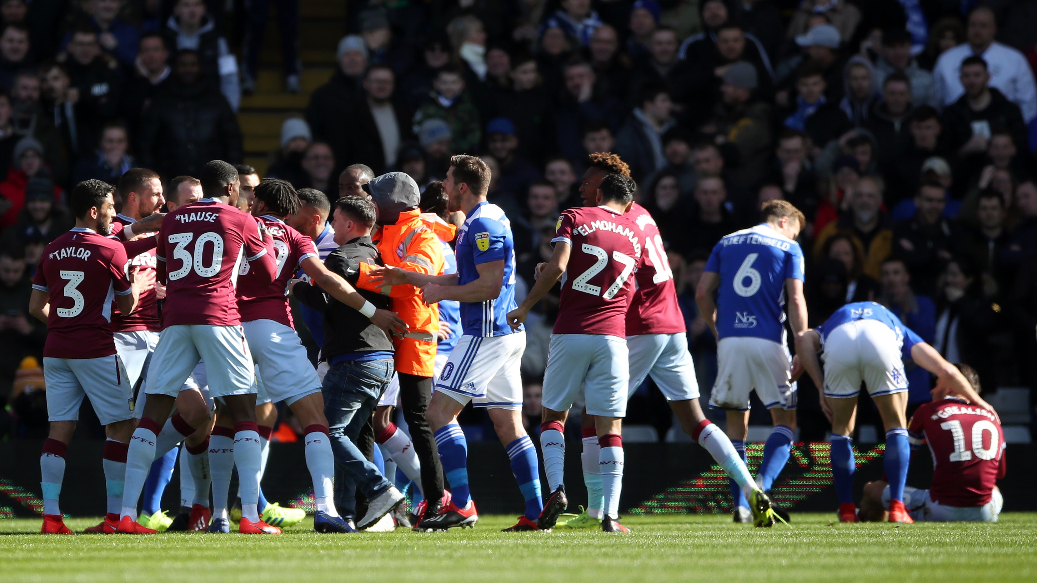 Birmingham fan who punched player on pitch jailed for 14 weeks | BT