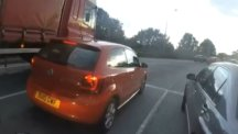 Car attempts reckless overtake