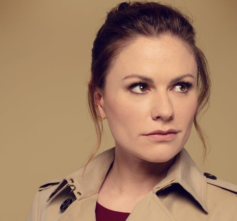 Anna Paquin as Robyn in Flack