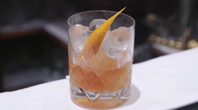 How To Make An Old Fashioned From The Comfort Of Your Own Home