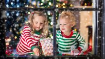 Kids in a xmassy setting